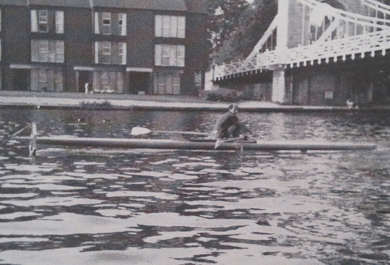 James Grogono lifted his rowed shell on hydrofoils in 1975